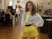 Finalistky Miss OK 2017 předvedly designové modely z dílen mladých návrhářů ze Střední školy designu a módy v Prostějově