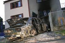 Požár v garáži rodinného domku v Lomené ulici