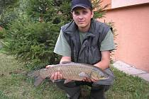 Amur  bílý a úspěšný rybář.