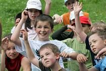 Děti ze ZŠ Hálkova budou muset jít ještě v pondělí a úterý do školy.