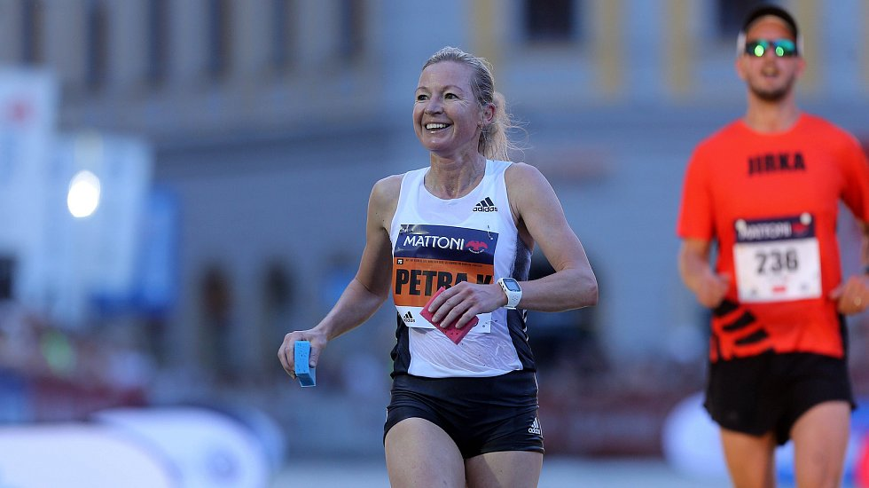 Petra Kamínková v cíli olomouckého půlmaratonu