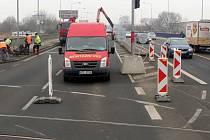 Částečná uzavírka Velkomoravské ulice v Olomouci kvůli opravě druhé části mostu přes Moravu