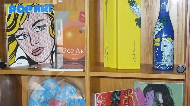 Galerie Mona Lisa připomíná přední osobnosti pop artu