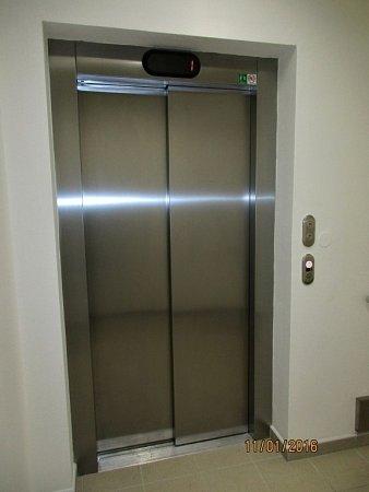 Obyvatelé domu spečovatelskou službou ve Šternberku dostali nový výtah