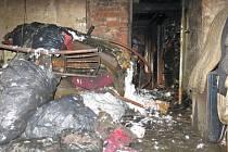 V Cholině na Olomoucku zasahovali v sobotu hasiči u požáru střechy rodinného domu.