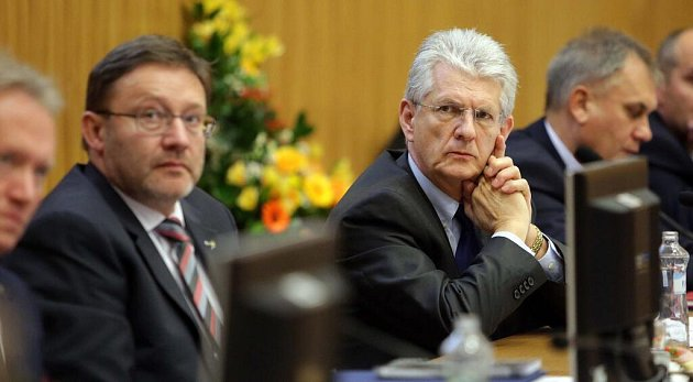 Hejtman Oto Košta (ANO), vlevo jeho první náměstek Jiří Zemánek (ČSSD)