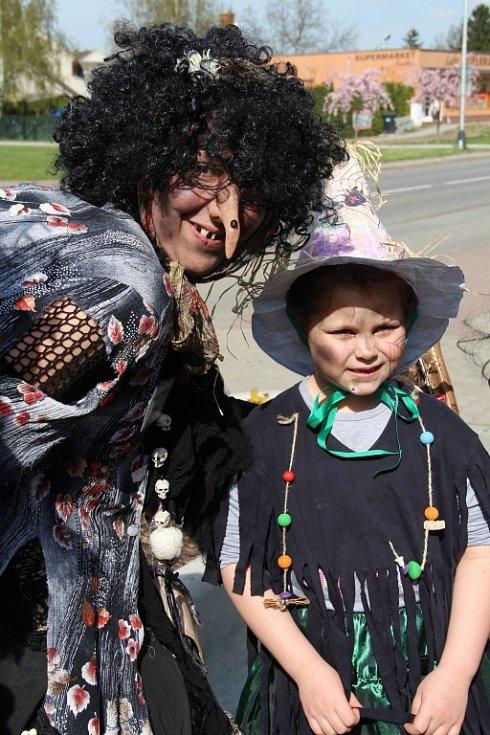 Hodové oslavy a čarodějnický rej v Lutíně