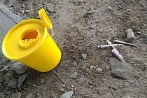 Během uplynulého víkendu vyjížděli olomoučtí strážníci na dvě oznámení o nálezu injekčních stříkaček