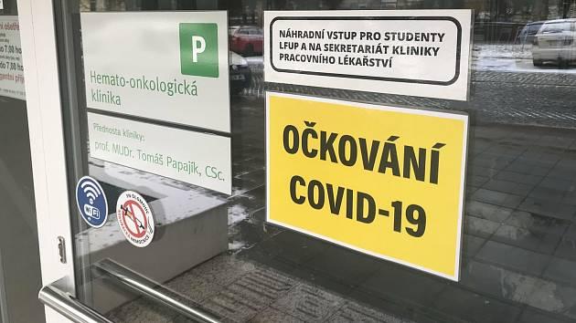 Očkovací centrum proti Covid-19 ve FN Olomouc, 15. ledna 2021