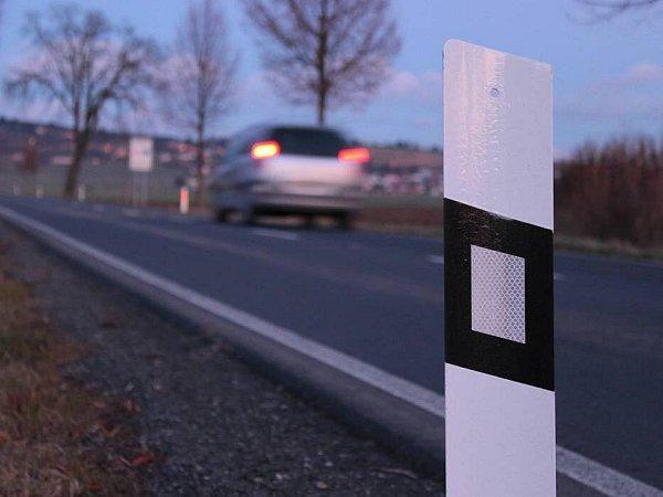Nové bezpečnostní prvky na silnici zOlomouce do Samotišek - směrové sloupky