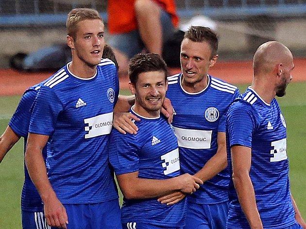 Zleva Jakub Plšek, Václav Pilař, Šimon Falta a Michal Vepřek v zápase Sigmy s Kajratem Almaty