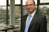Josef Tesařík jr. je obchodním ředitelem a místopředsedou představenstva společnosti TESCO SW a.s.