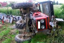 Nabouraný traktor v Grygově
