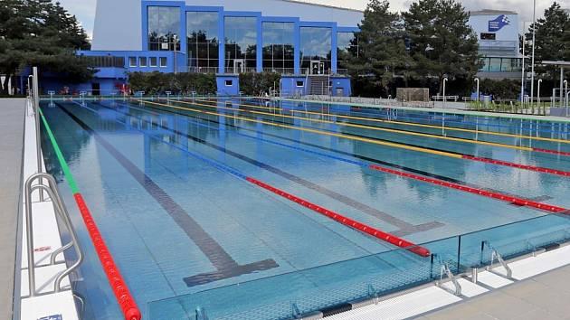 Zrekonstruovaný venkovní areál plaveckého stadionu v Olomouci