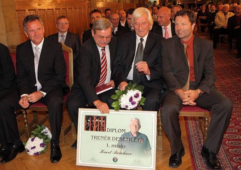 září 2010. Karel Brückner byl na olomoucké radnici vyhlášen nejlepším trenérem desetiletí