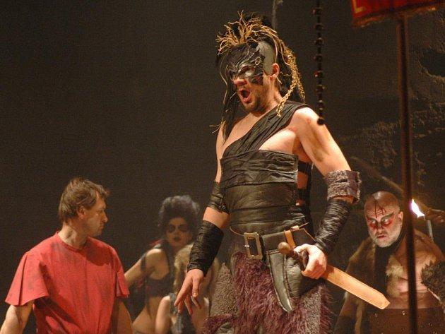 Opera Giuseppe Verdiho Attila v nastudování Moravského divadla Olomouc získala ocenění za nejlepší inscenaci Festivalu hudebního divadla Opera 2007.