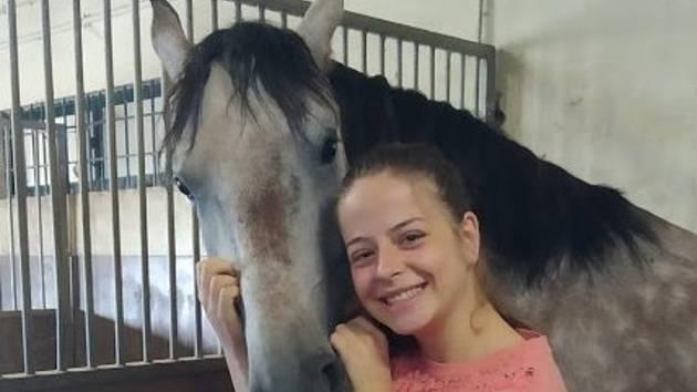 Péči o koně se učí žákyně z Olomouce i v Portugalsku.