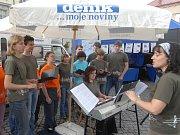 V Litovli vystoupil sbor gymnazistů.