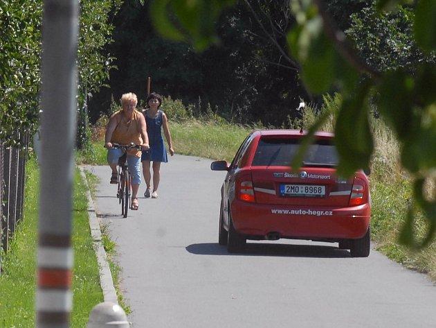 Obyvatelé nechtějí auta v této ulici.