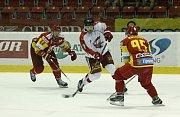 Mora (v bílém) porazila v přípravě Trenčín 4:0.