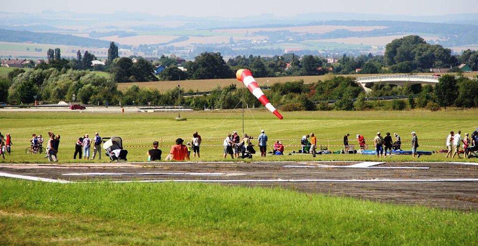 Letecký den na olomouckém letišti v Neředíně