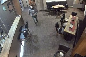 Policie hledá mladého zloděje, který ukradl poukázku na výhru z herního automatu v Olomouci.