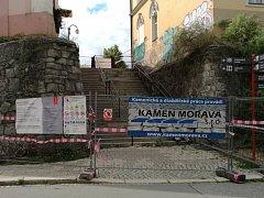 Oprava historických blažejských schodů začala