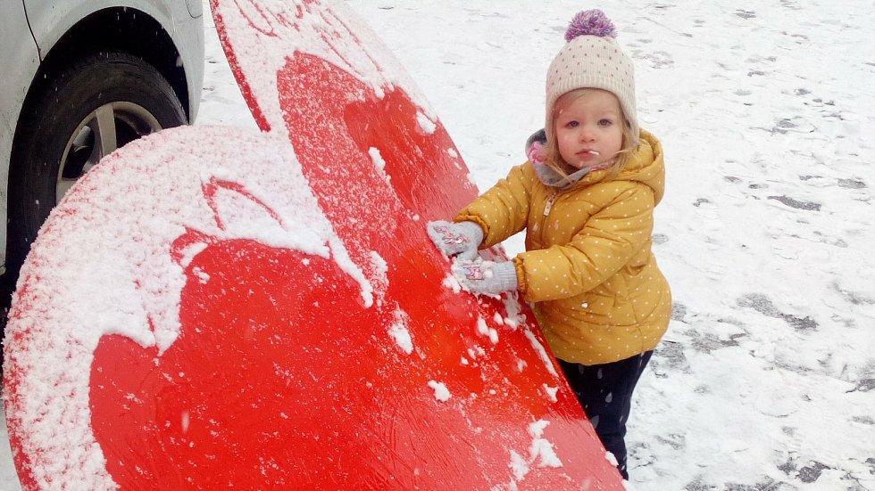 První sníh na Hané si v centru Olomouce nejvíce užívají děti - 3. 12. 2020