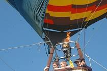 Nad Sluňákovem se vznášel balón.