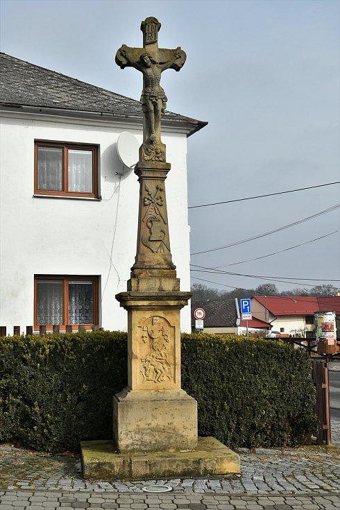 Památník v centru Mladče