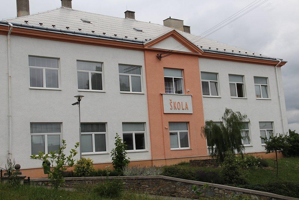 Základní škola ve Velkém Týnci