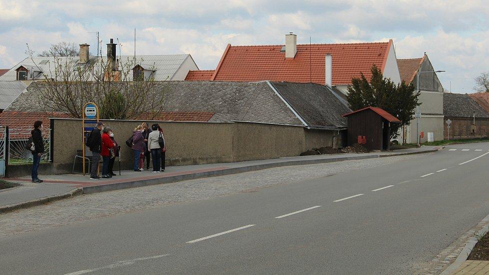 Autobusová zastávka v Ústíně