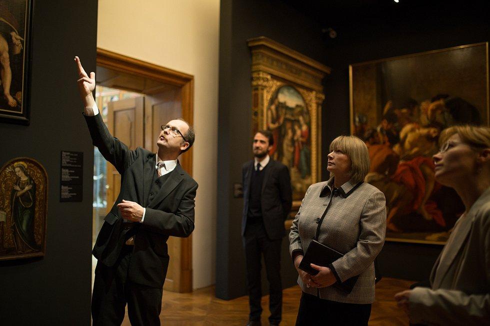 První dáma Ivana Zemanová navštívila Arcidiecézní muzeum Olomouc. Vlevo ředitel muzea Michal Soukup