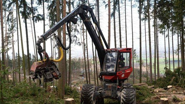 Harvestor pomáhá s úklidem v olomoucké zoo