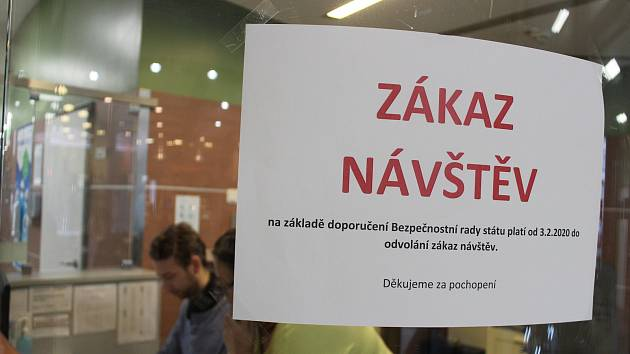 Koronavirus na Vysočině opět zavřel většinu nemocnic pro návštěvy