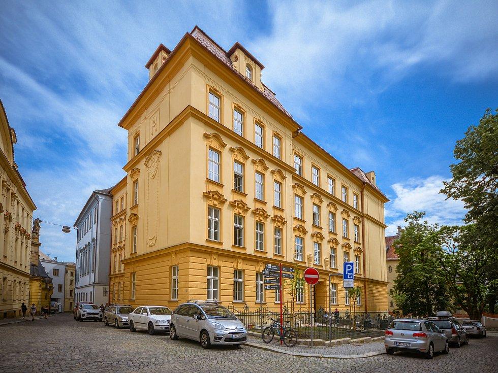 Univerzita Palackého zrekonstruovala další dvě historické budovy. Jednou z nich je i ta Na Hradě