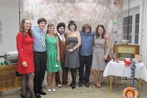 Ples ve stylu 60. let připravili organizátoři ve Svébohově na Zábřežsku. Na chytlavé melodie také v programu několikrát zatančili