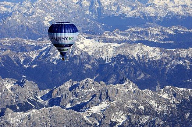 Přelet balonu nad Alpami