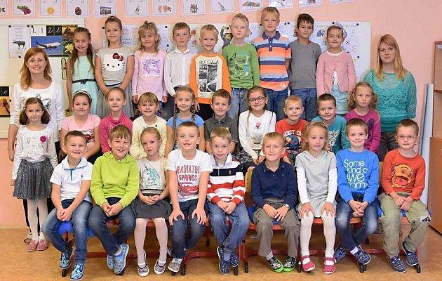 Žáci první třídy ZŠ Hlubočky-Mariánské Údolí spaní učitelkou Lucií Třaskalíkovou