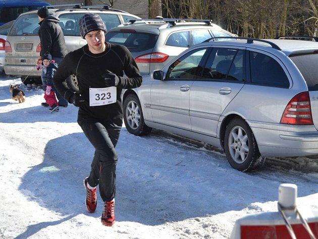 Hlavní běh na patnáct kilometrů s náskokem vyhrál David Pelíšek