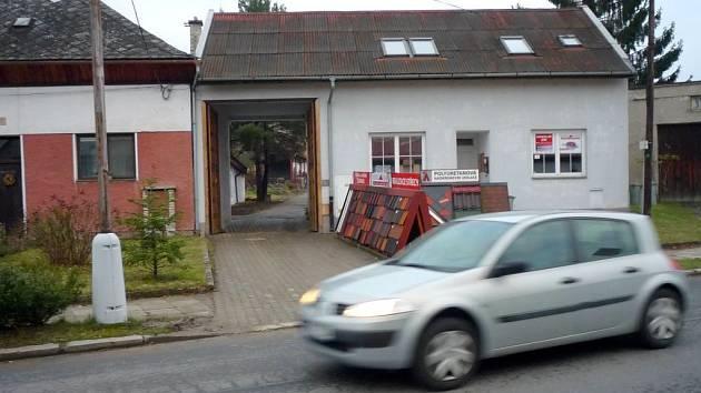 Objekt v Řepčínské 39 (bílý dům) chce Charita změnit na bydlení pro lidi bez domova