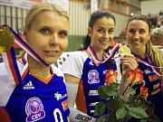 Darina Košická (uprostřed) s mistrovskou medailí za vítězství Olomouce v české extralize