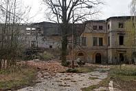 Na zámku v Dlouhé Loučce se zřítila jedna z nosných stěn