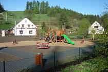 V Norberčanech umožnila spolupráce s invstorem do energie z větru výstavbu dětského hřiště, které v obci vybudovali v minulém roce.