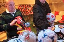 Příprava Velké fotbalové výstavy ve Vlastivědném muzeu v Olomouci