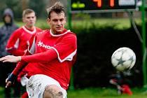 Fotbalisté Medlova (v červeném). Ilustrační foto