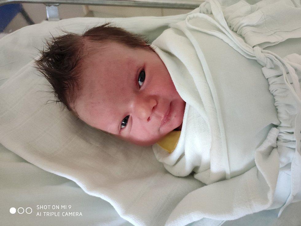 Tobiáš Pazdera, Brodek u Prostějova, narozen 25. dubna, míra 51 cm, váha 3750 g