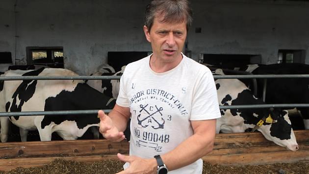 Václav Osička na své farmě Doubravský dvůr u Červenky