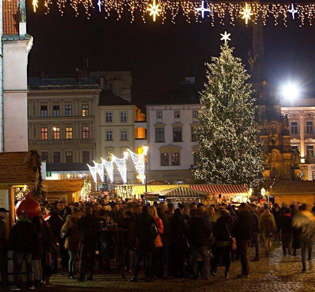 Rozsvěcení vánočního stromu vOlomouci. Dostal jméno Kryštůfek