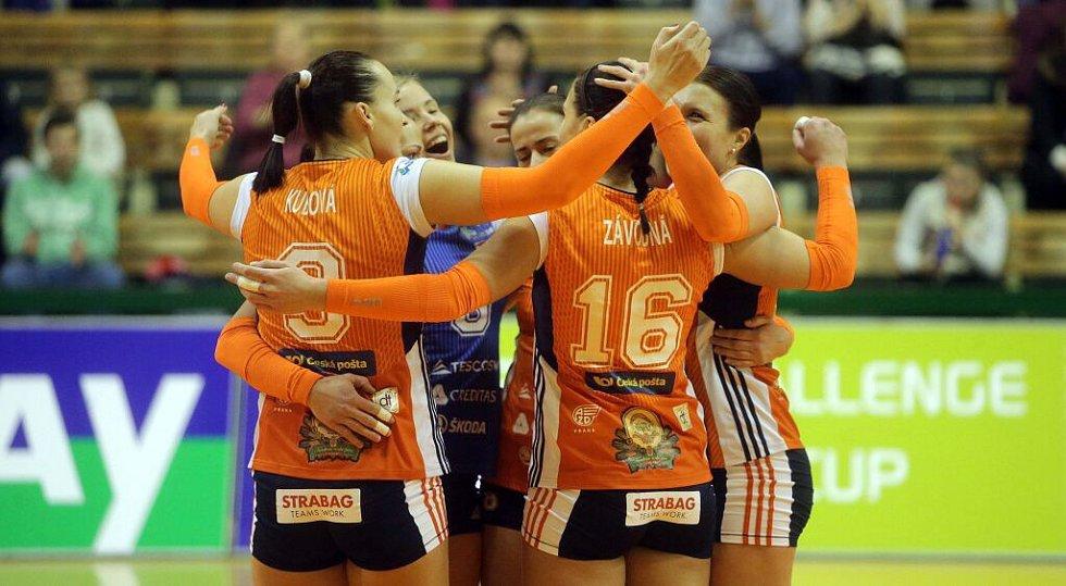 Olomoucké volejbalistky se radují v utkání Challenge Cupu s favorizovaným Paris SF